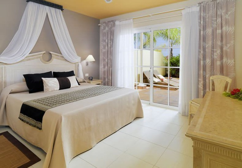 Suite 1 camera da letto vista golf Hotel Gran Oasis Resort Playa de Las Américas, Tenerife